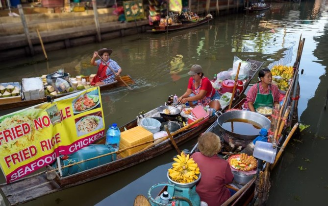 Pattaya Floating Market THAILAND