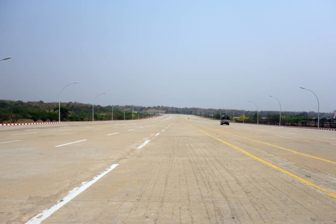 Empty road in Nay Pyi Taw