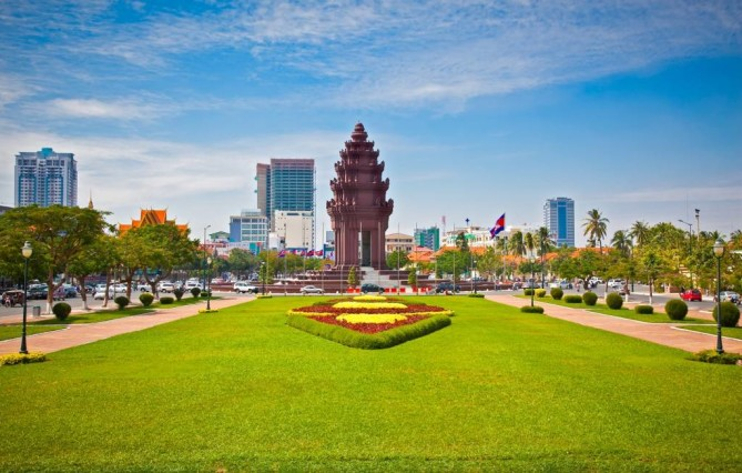 Independence Monument Phnom Penh Travel Guide