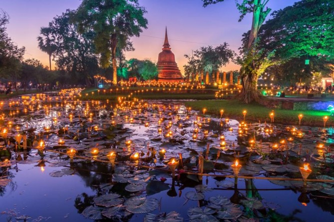 Loi Krathong Festival sukhothai travel guide