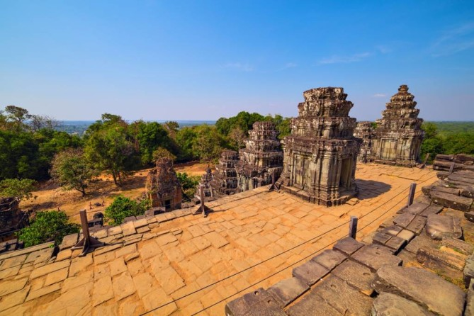 Phnom Bakheng siem reap travel guide