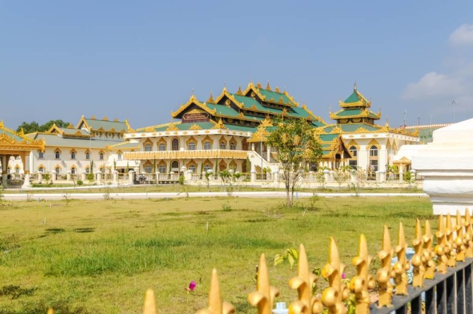 Uppatasanti Pagoda - Nay Pyi Taw Travel Guide