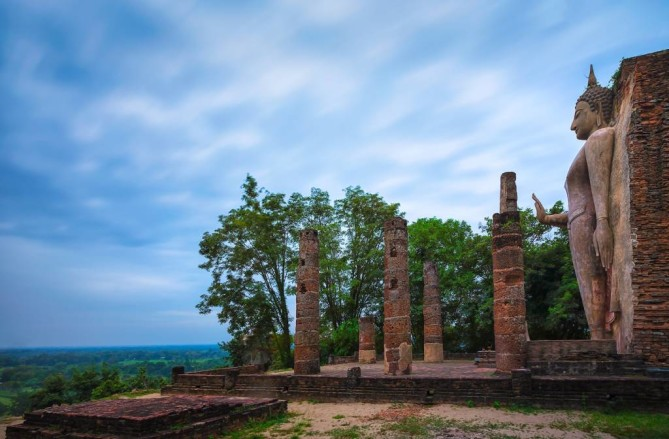 Wat Saphan Hin sukhothai travel guide