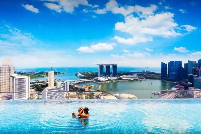 elevated swimming pool in marina bay sands