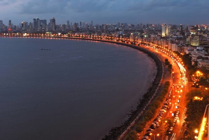 marine drive Queen's Necklace mumbai travel guide
