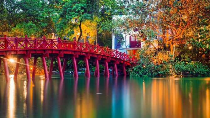 Hoan Kiem Lake & Ngoc Son Temple Hanoi Travel Guide