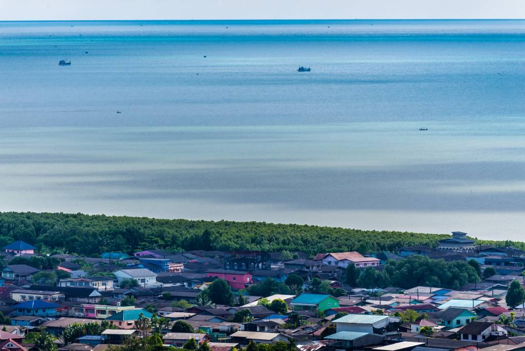 Trat local town