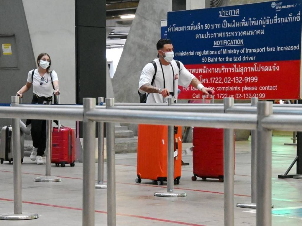 How wearing a face mask protect you from coronavirus while traveling?